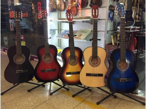 Madrid Klasik Gitar Kılıf + Pena ve 1 Takım Tel Hediye